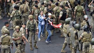 «Παραλύει» για έβδομη μέρα ο Λίβανος: Ο στρατός βγήκε στους δρόμους