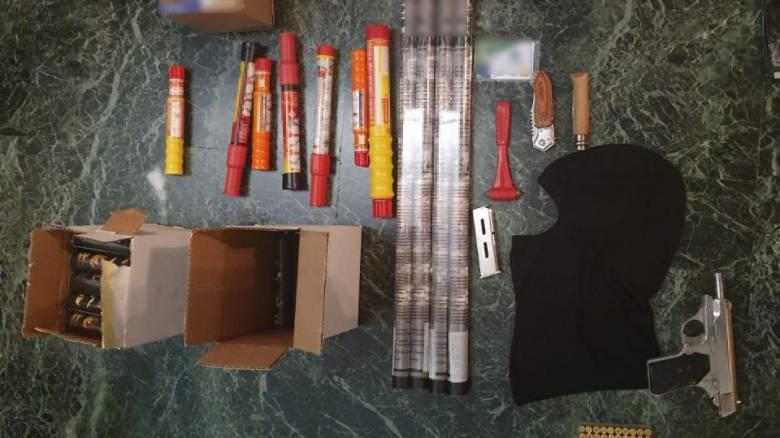Σύλληψη 31χρονου για τα επεισόδια στο Ρέντη: Φυσίγγια, σουγιάδες και κροτίδες βρέθηκαν στο σπίτι του