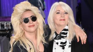 H μητέρα της Lady Gaga για την εφηβεία της κόρης της και την κατάθλιψη: «Να ακούτε τα παιδιά σας»