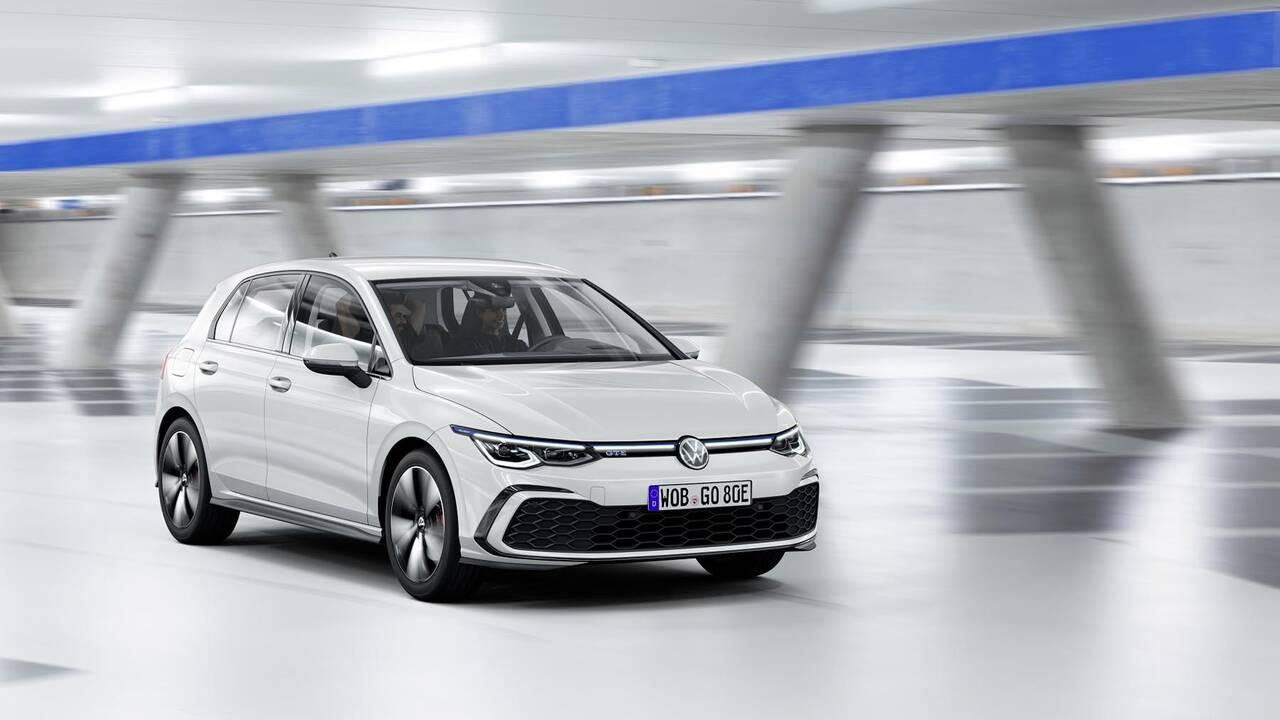 https://cdn.cnngreece.gr/media/news/2019/10/25/195108/photos/snapshot/VW-GOLF-2020-35.jpg