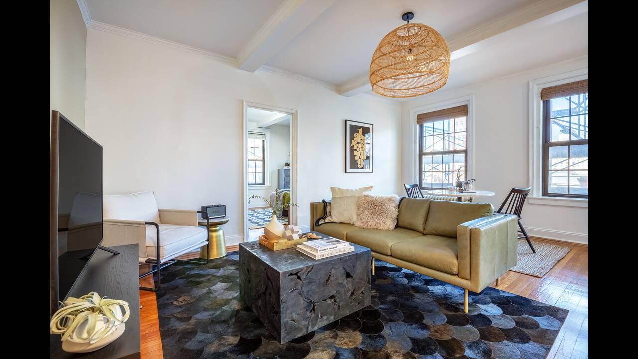 https://cdn.cnngreece.gr/media/news/2019/10/25/195163/photos/snapshot/Blueground-Apartment-New-York.jpg