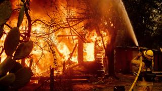 Μαίνονται οι πυρκαγιές στην Καλιφόρνια – Χιλιάδες έφυγαν από τα σπίτια τους