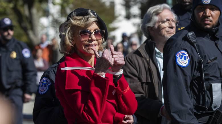 Η Τζέιν Φόντα συνελήφθη ξανά σε διαμαρτυρία για την κλιματική αλλαγή