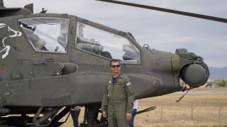 «Δεν το σκέφτεσαι, απλώς σου βγαίνει»: Η μοναδική εμπειρία να πετάς ένα επιθετικό ελικόπτερο