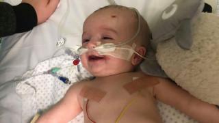 Ξύπνησε από κώμα και χαμογέλασε: Συγκινεί η περίπτωση μωρού 14 μηνών που παλεύει για τη ζωή του