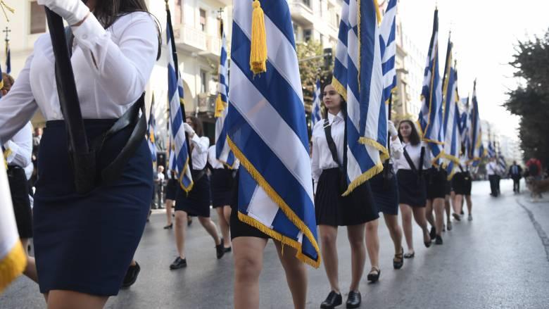 28η Οκτωβρίου: Σε εξέλιξη η μαθητική παρέλαση στο κέντρο της Αθήνας