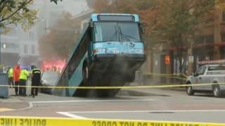 Καταβόθρα «καταπίνει» αστικό λεωφορείο στο Πίτσμπεργκ