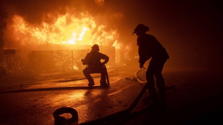 Πύρινη κόλαση στην Καλιφόρνια: «Θύματα» της πυρκαγιάς και οι επαύλεις των διασήμων