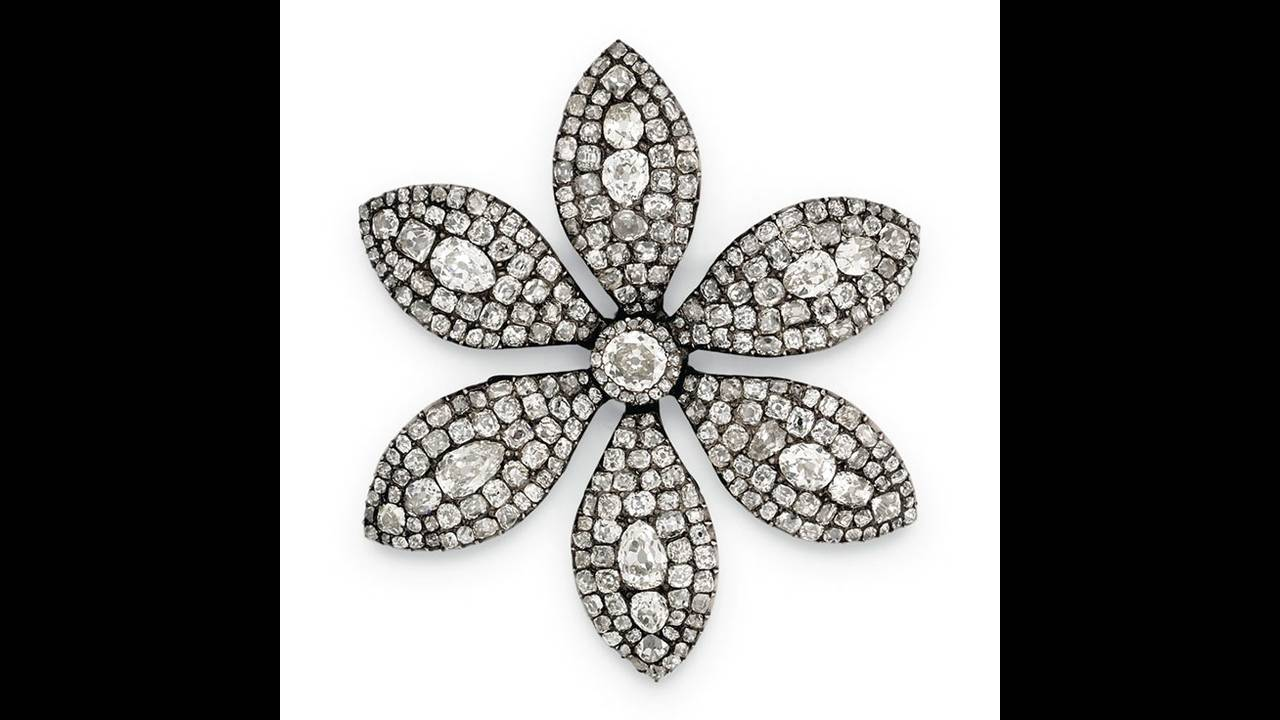 https://cdn.cnngreece.gr/media/news/2019/10/29/195523/photos/snapshot/thatcher-a-george-iii-diamond-flower-brooch--circa-1800--estimate--8-000-10-000-.jpg