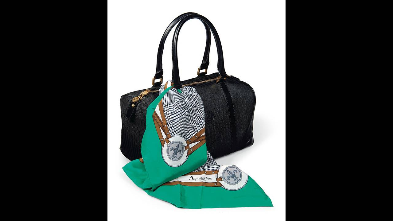 https://cdn.cnngreece.gr/media/news/2019/10/29/195523/photos/snapshot/thatcher-christies-small-fendi-holdall-of-black-canvas.jpg