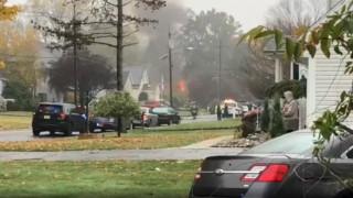 Νιου Τζέρσεϊ: Αεροπλάνο έπεσε σε σπίτι και έπιασε φωτιά