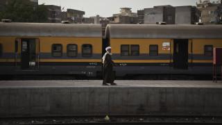 Οργή στην Αίγυπτο: Νεκρός άνδρας που πήδηξε από τρένο - Καταγγελίες πως τον «ανάγκασε» ο ελεγκτής