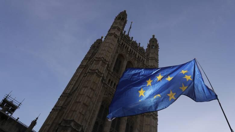 Με μαζικές μετατάξεις θα αντιμετωπίσει η ΑΑΔΕ το Brexit