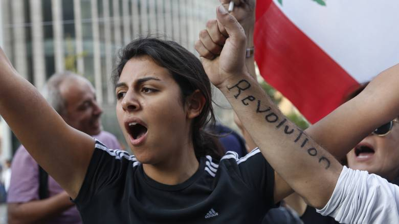 Λίβανος: Πανηγυρισμοί μετά την ανακοίνωση της παραίτησης της κυβέρνησης