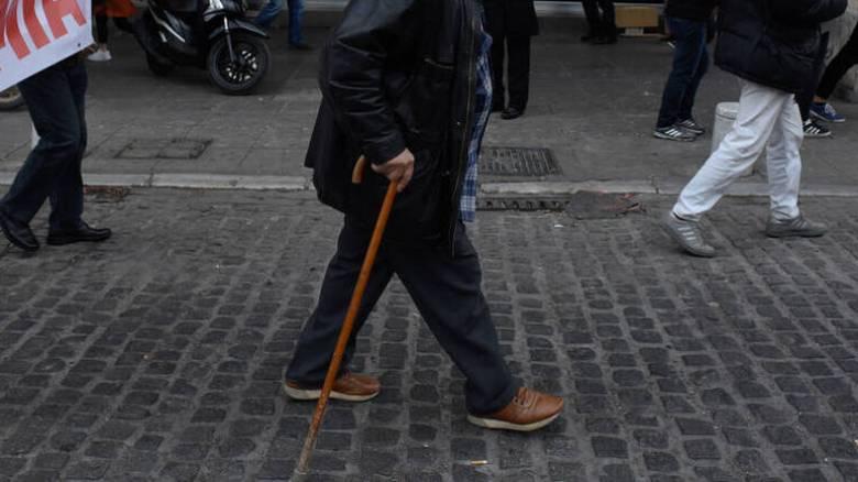 Συντάξεις: Αυξήσεις για 300.000 συνταξιούχους - Ποιοι οι ωφελούμενοι