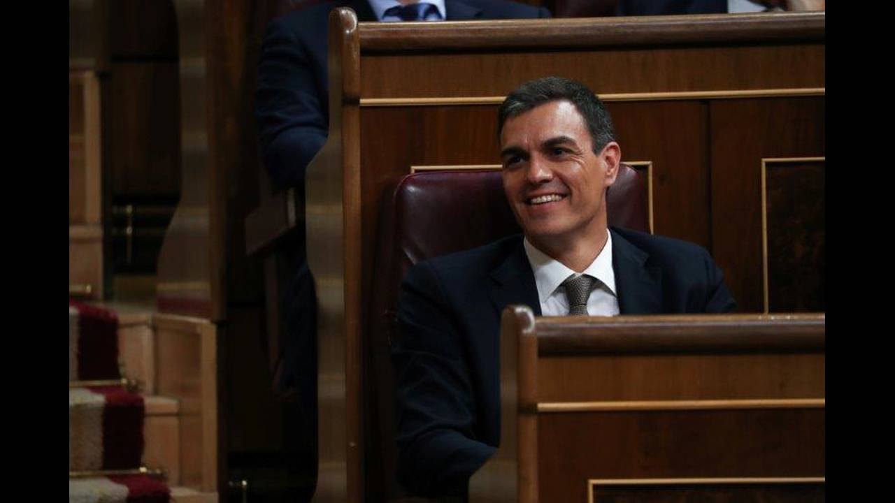 https://cdn.cnngreece.gr/media/news/2019/10/30/195600/photos/snapshot/2018-05-31T171054Z_901225563_UP1EE5V1BQ6GW_RTRMADP_3_SPAIN-POLITICS.jpg