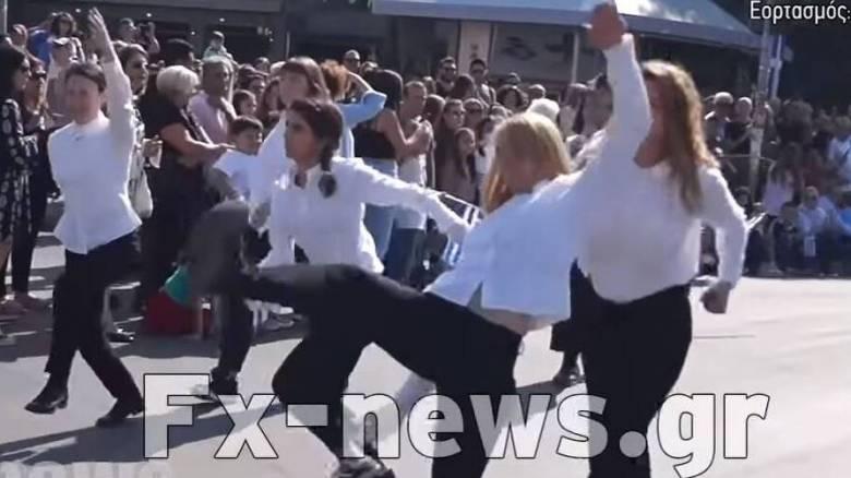 Νέα Φιλαδέλφεια: Οι «μαθήτριες» που παρήλασαν α λα «Monty Python» εξηγούν γιατί το έκαναν