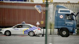 Βέλγιο: Η αστυνομία εντόπισε ζωντανούς άλλους 12 μετανάστες σε φορτηγό - ψυγείο