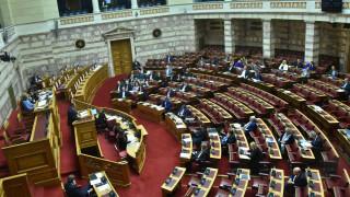 Κόντρα Βαρουφάκη - Χρυσοχοΐδη στη συζήτηση του νομοσχεδίου για το άσυλο