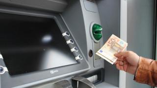 «Παγώνουν» αυξήσεις στις προμήθειες των τραπεζών