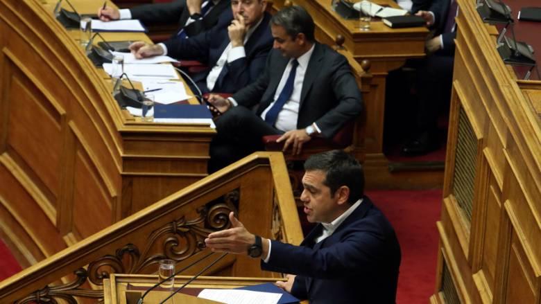 «Είστε ψεύτης», «Χαμηλό επίπεδο»: Σκληρή κόντρα Μητσοτάκη – Τσίπρα στη Βουλή