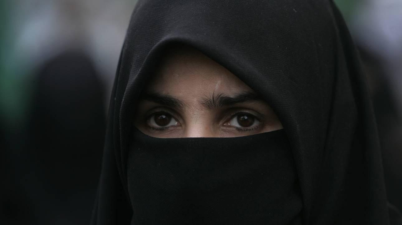 Αντίδραση της Τουρκίας για την απαγόρευση μαντίλας σε σχολικές εκδρομές στη Γαλλία
