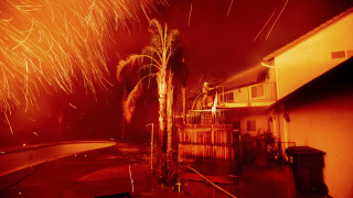 Στις φλόγες η Καλιφόρνια: «Μάχη» σε 12 μέτωπα