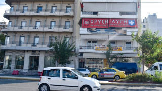 Κλεμμένο το αυτοκίνητο της επίθεσης στα γραφεία της Χ.Α. – Τραυματίες δύο της αντιτρομοκρατικής