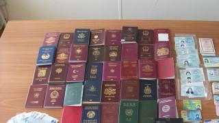 Εξαρθρώθηκε κύκλωμα που προμήθευε πλαστά έγγραφα σε αλλοδαπούς - Έξι συλλήψεις στην Αθήνα