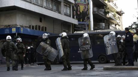 Οι πρώτες εικόνες από την επιχείρηση σε υπό κατάληψη κτήριο δίπλα στην ΑΣΟΕΕ