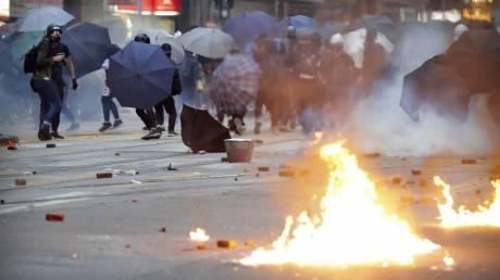 Χονγκ Κονγκ: Μολότοφ, τούβλα και δακρυγόνα - Ξανά στους δρόμους χιλιάδες διαδηλωτές