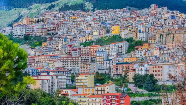 Ιταλία: Η Καμαράτα προσφέρει δωρεάν σπίτια για να προσελκύσει νέους κατοίκους