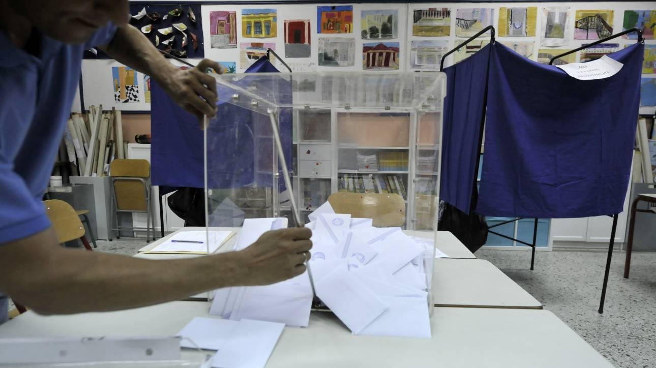 Νέα δημοσκόπηση: Ανοίγει η «ψαλίδα» μεταξύ ΝΔ και ΣΥΡΙΖΑ - Ποιος «κερδίζει» την Κεντροαριστερά