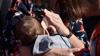 Ωδή στη μητρότητα: Μαζικός θηλασμός για δέκατη χρονιά στο Ζάππειο