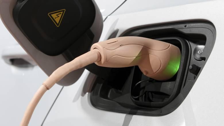 Ένα εκατομμύριο σταθμούς φόρτισης για ηλεκτρικά αυτοκίνητα θέλει η Μέρκελ μέχρι το 2030