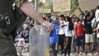 Αντιδράσεις στην αποσυμφόρηση των νησιών - Σκληραίνει τη στάση της η κυβέρνηση