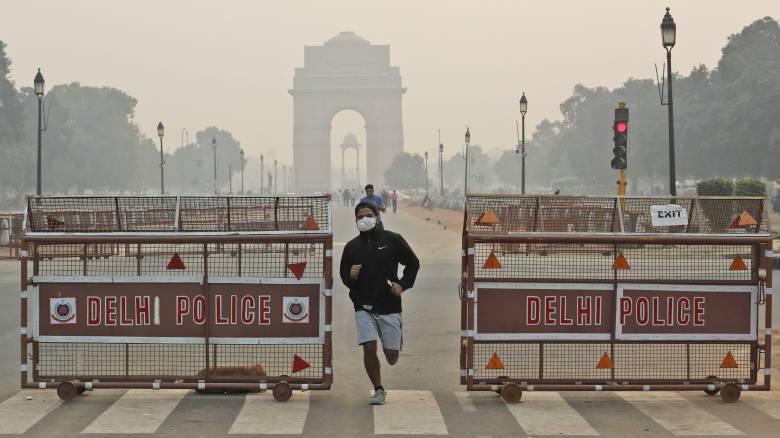 Το Νέο Δελχί «ασφυκτιά»: Σε επικίνδυνα επίπεδα η ατμοσφαιρική ρύπανση