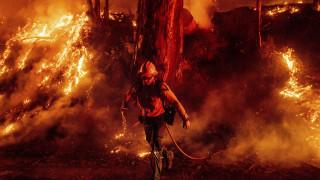 Τραμπ: Απειλεί να κόψει από την Καλιφόρνια τη χρηματοδότηση για αντιμετώπιση πυρκαγιών