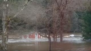 Βίντεο: Ορμητικά νερά παρασύρουν ολόκληρο σπίτι στη Νέα Υόρκη