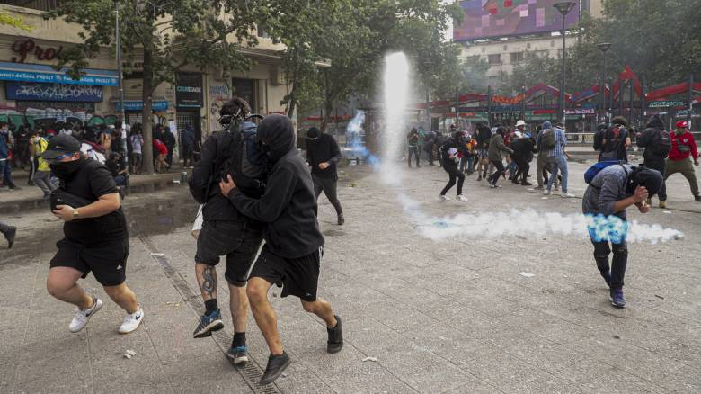 Ισχυρός σεισμός «χτύπησε» τη Χιλή – Πανικός σε διαδηλωτές