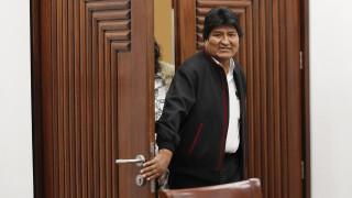 Βολιβία: Αναγκαστική προσγείωση για το ελικόπτερο του Έβο Μοράλες