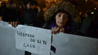 Οργισμένες διαδηλώσεις στην Ισπανία μετά την απαλλαγή νεαρών για το βιασμό ανήλικης
