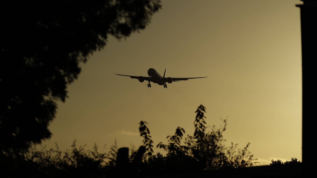 Μετά τον σάλο ήρθε η απόλυση: Έδιωξαν Κινέζο πιλότο λόγω μίας φωτογραφίας