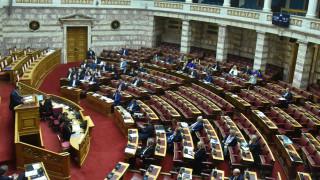 Βουλή: Κόντρα κυβέρνησης - ΣΥΡΙΖΑ για τους τραπεζίτες