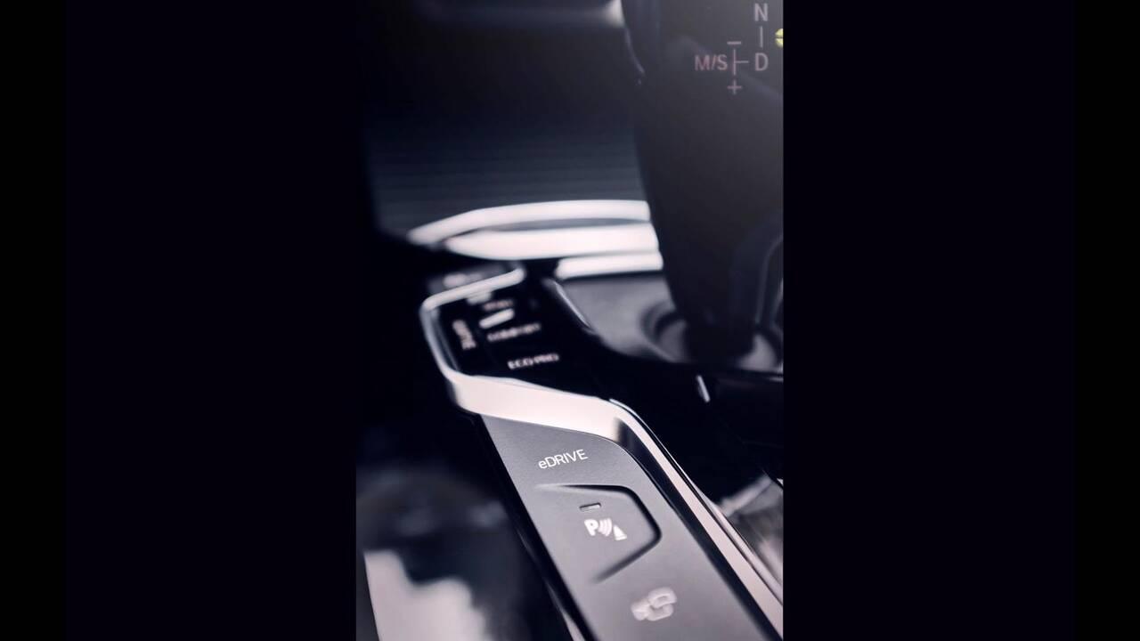 https://cdn.cnngreece.gr/media/news/2019/11/05/196322/photos/snapshot/BMW-X3-XDRIVE30e-3.jpg