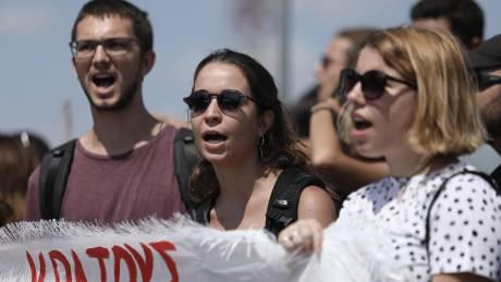 Συγκέντρωση διαμαρτυρίας στο υπουργείο Παιδείας για τις ελλείψεις εκπαιδευτικών στα σχολεία