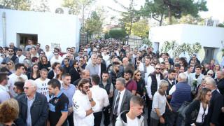 Αδαμάντιος Μαντής: Πλήθος κόσμου στην κηδεία του 21χρονου πολίστα