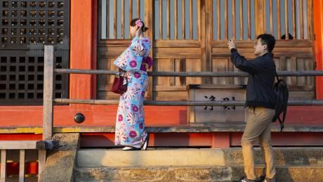 Κιότο: Τέλος οι selfie με τις γκέισες - «Καμπάνες» στους παραβάτες