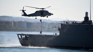 Καρέ - καρέ η κινηματογραφική αεροδιακομιδή ασθενούς από ρωσικό πλοίο στη Σούδα