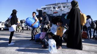 Στο λιμάνι του Πειραιά έφτασαν 75 πρόσφυγες από τη Μυτιλήνη